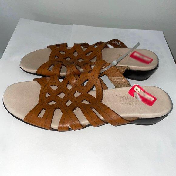 Munro Leather Cut Out Slide Flat Cushion Sandal